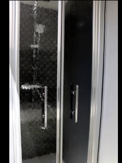 salle de bains douche attenante à la chambre parentale