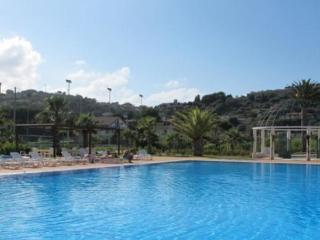 Apartment with pool, Torre Faro
