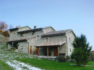 Charming villa with pool ideal up to 19 guests, Apecchio