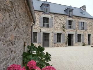 Lodging in typical renovated farmhouse, Cotes-d'Armor