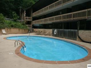 Affordable 1 BR1 BA Cozy Condo Balcony over Stream, Gatlinburg