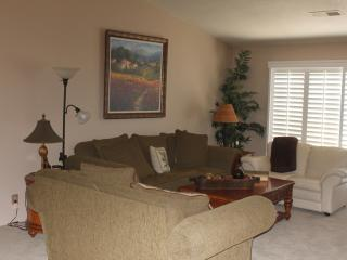 Living room, seats 7, new carpet and slidding shutters.