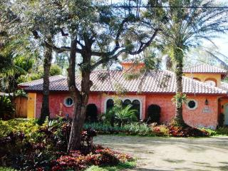 Charming Plantation Guest House