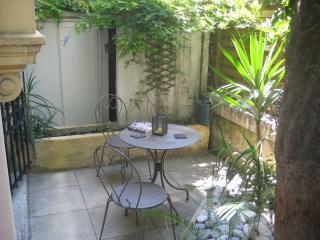 Wonderful garden level studio in Central Nice