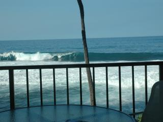 Oceanfront Condo, WIFI Sunsets Huge Lanai, Parking, Kailua-Kona
