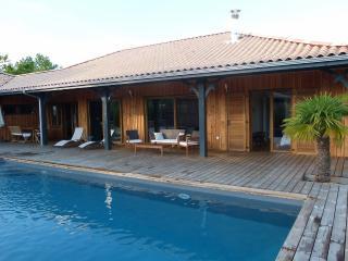 Maison bois look Cabane du Bassin, piscine privee , grande terrasse exposee Sud