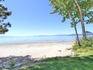 Beautiful Sweetbriar E5 lakefront condo!, Kings Beach