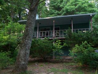 Helton Falls Lodge-Guesthouse cabin-walk to waterfall-Vogel park across street