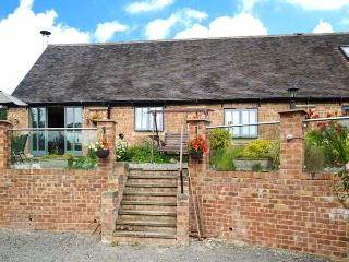 BROOKLEY BARN, pet friendly, luxury holiday cottage, with a garden in Windley, R