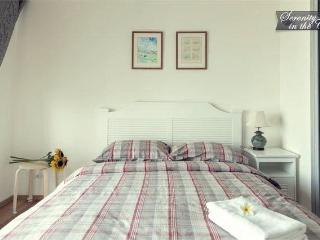 a queen size bed with linens