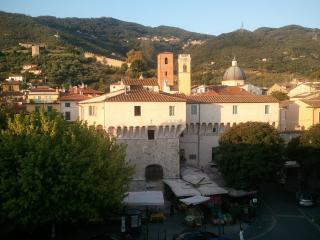 Versilia,Pietrasanta central,2 holiday apartments 6 sleeps each (12 tot.)