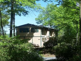 Cabin in the Sky a secluded two level mountain home with great views, Blowing Rock
