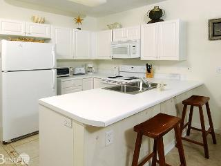 Caribbean 301~Corner Condo with M. Bath Garden Tub~Bender Vacation Rentals, Gulf Shores