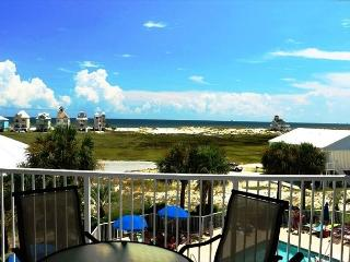 White Sand and a Warm Sun! Perfect Condo and Location for a Getaway, Fort Morgan