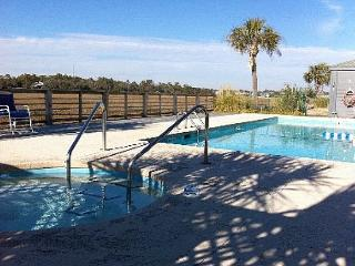 Marshviews from this 2br walking distance to beach in downtown Garden City.