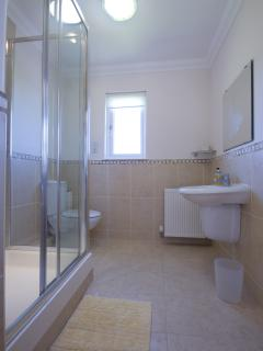 En-suite shower room off master bedroom