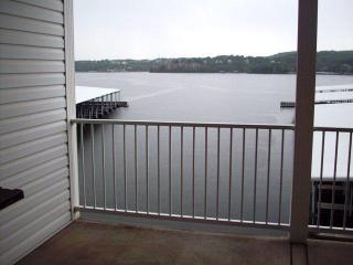 County Comforts On The Lakes Only Island Vacation, Lake Ozark