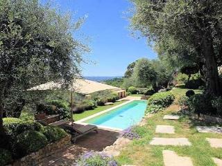Valbonne, villa de la Côte d'Azur avec piscine