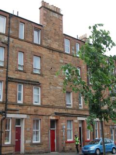 Exterior of the property which is in a traditional Edinburgh Victorian tenement