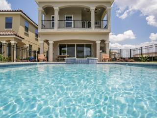 Amazing Home 5 Bed/5 Bath 6 mi from Disney 768, Kissimmee