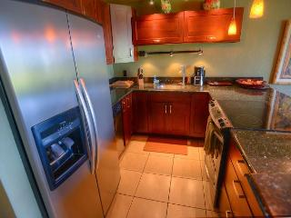 SUMMER SPECIALS! Renovated Ground Floor Condo with a Tremendous Ocean View, Kihei