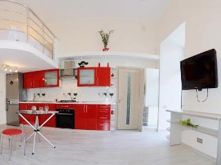 Modern Luxury Loft in a Historic Center, Odesa