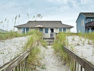 Turtle Watch - Enchanting Pet and Family Friendly Oceanfront Gem, Topsail Beach