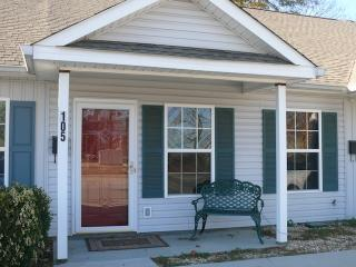 Charming 2BR Augusta Townhome w/WiFi & HD Cable TV - Wonderful Location in the Historic District of Olde Towne