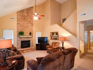 Peaceful 3BR Branson Condo in the Beautiful StoneBridge Gated Community w/Screened-in Porch, 3 Community Pools, Playgrounds & More - Located Back to the LedgeStone Golf Course!