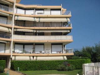Spacious apartment in quiet residence with pool, parking 6 Guests