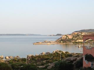 Newly elegant furnished apartment 50m front sea, La Maddalena