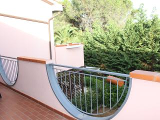 2 bedroom house with charming balcony on Elba Island, Tuscany