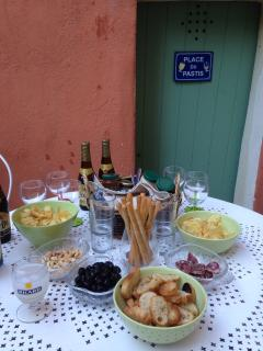 Aperitif in front of the house