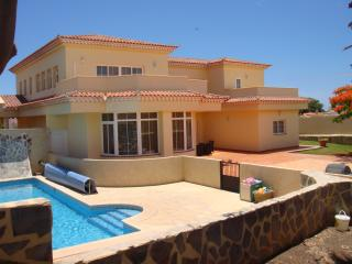 4 bedvilla Tenerife from £995, Golf del Sur