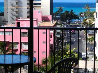 811WP LRG 1BR, Balcony Ocean View,Pool,1Blk to Beach