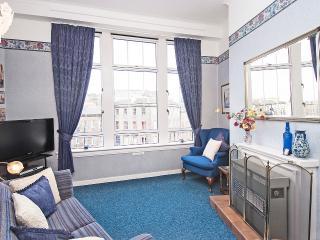 This comfortable unique sitting room has superb panoramic views over the city & Edinburgh Castle