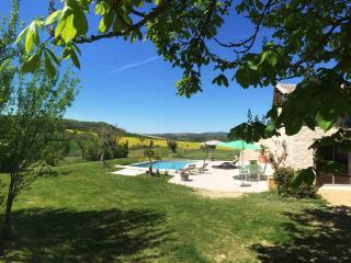 Les Pierres du Sud, Castelnau-de-Montmiral