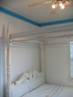 Bedroom with double four poster bed