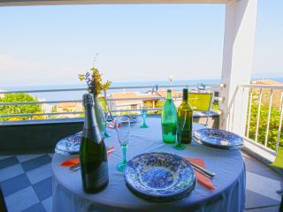 Apartment with stunning sea view, small but charming and cozy, free WI-FI, Ravni