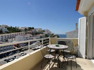 Apartmento Louise. Sleeps four. Centre of Carvoeiro village. Sea views. WiFi Tv