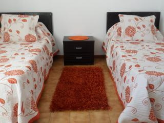 Twin Bedroom can push single beds together.
