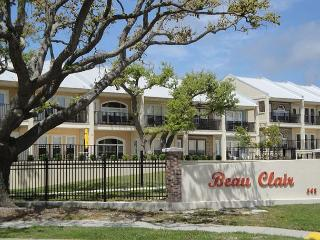 Fabulous 2-Bedroom / 2-1/2 Bath Townhome at the beach in Beautiful Long Beach