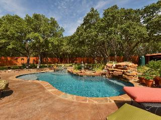 3BD/3BA Lake Travis Retreat with Pool Oasis, Sleeps 7!, Volente