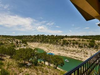 2BR Vineyard Villa on Lake Travis, Spectacular Lake Views, Sleeps 6, Lago Vista