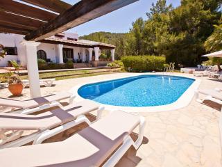 Villa Marlis Ibiza. Swimingpool and the sun terrace. http://www.villamarlis.com