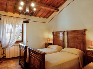 Villa Marzolina for 4 people in medieval village, Montemaggiore al Metauro