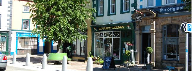 Cockermouth is a charming town with a range of local shops (10 mins drive)