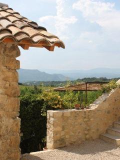 Vue sur les montagnes de l'Ardèche depuis l'entrée du gîte