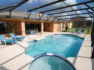 Florida Paradise - 5 Bedroom Spacious Heated Pool & Spa (15 mins to Disney)