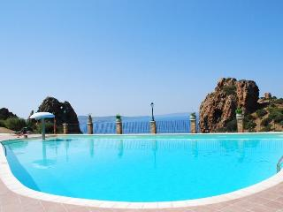 Sardinia villa Simona, 4 beds, swimming pool, park, Nebida